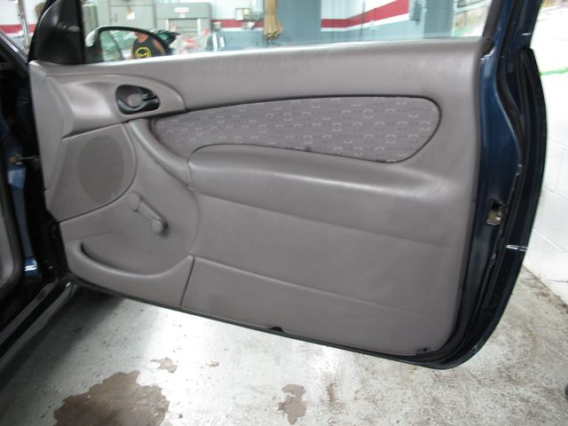 2003 Ford Focus ZX3 Base